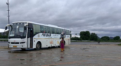 solo-woman-traveller-bus-india