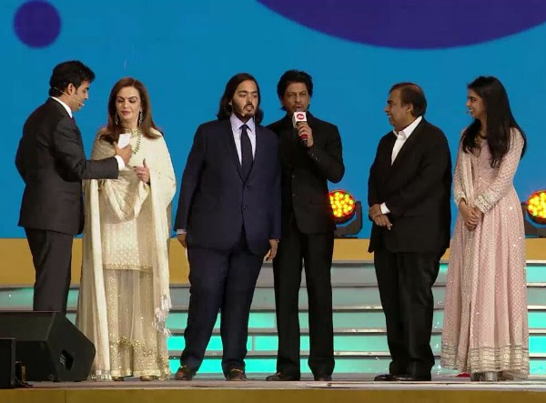 mukesh-ambani-family-photo-srk