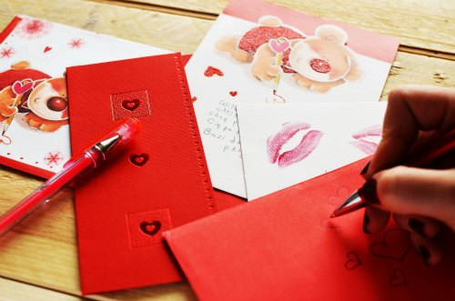 love-writing-gift-letter-valentine-day-gifts
