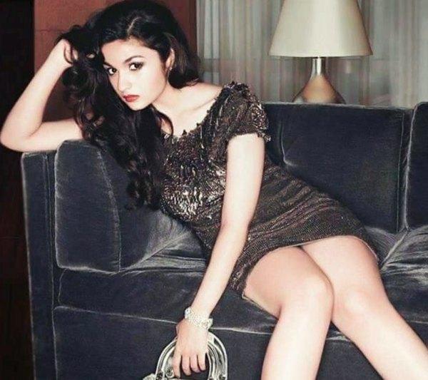 aliaa-bhatt-in-little-black-dress