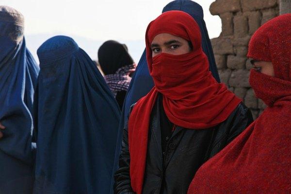 muslim-women-in-burqa-niqab