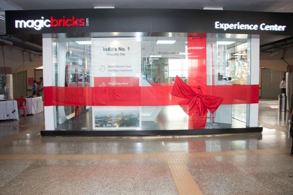 experience-center-at-western-express-highway-metro-station