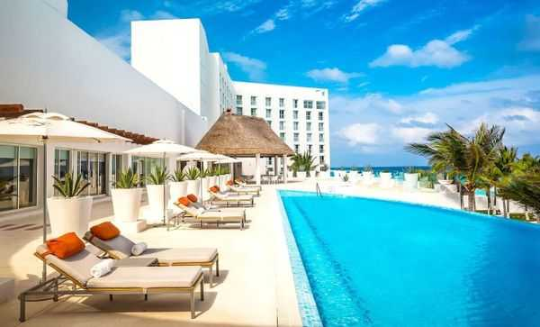 What's the Difference Between a Resort and a Hotel?